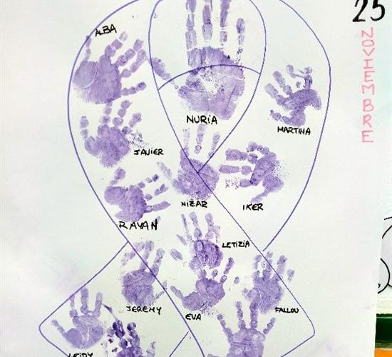 250 personas participan en el 25N de la escuela infantil Los Geranios