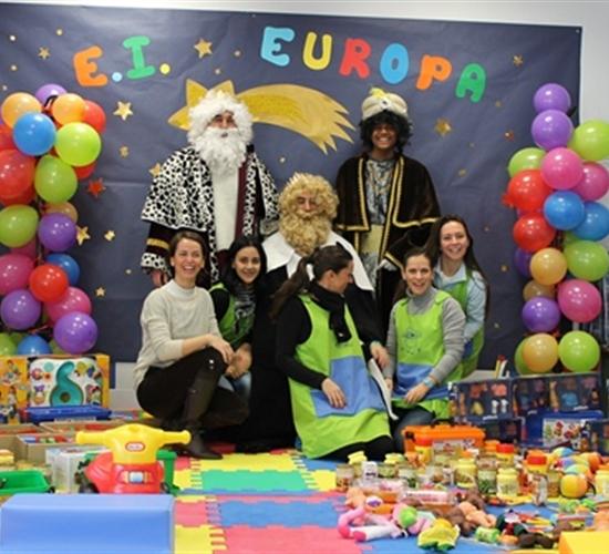 Las escuelas infantiles Europa y Gloria Fuertes reciben la visita de los Reyes Magos